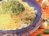 Спагети със зелен сос и сирене