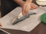 Печен лаврак в пергамент и морска сол