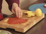 Картофена салата с крем от печен чесън