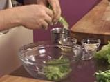 Пилешка салата с фъстъчен дресинг и аспержи 6