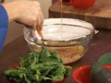 Спаначена салата със сирене и малинов винегрет 4