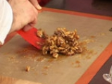 Салата от рукула и марули с карамелизирани орехови ядки 4