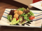 Салата от рукула и марули с карамелизирани орехови ядки 7