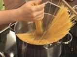 Спагети с телешко и патладжан