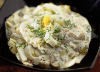 Варени яйца с млечен сос