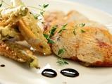 Пилешко филе с панирана бамя