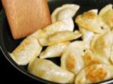 Пържени пелмени с масло и естрагоново-сметанов сос 4