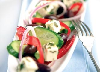 Гръцка салата с риганов дресинг