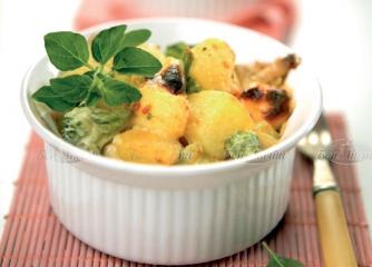 Пилешко месо с броколи, картофи и сме...
