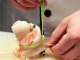 Ароматни рулца от риба треска със сьомга и горчичен сос 2