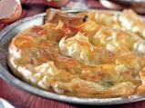 Вита баница с пресен лук, лапад и сирене