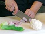Крем супа от карфиол с крутони, поширан праз и пушена сьомга