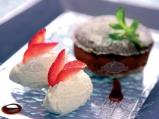 Шоколадово суфле с ванилов сладолед