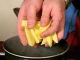 Варено-пържени картофи с подправки