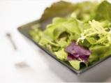 Свежа салата с боровинков винегрeт