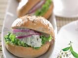 Сандвич с маруля, синьо сирене и яйце