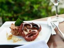 Октопод на грил с ризото със сушени д...