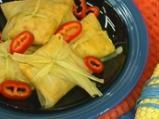 Царевични сарми с пиле и стафиди