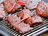 Свински ребра с барбекю сос и пържени...