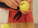 Печени във вино ябълки с млечен сос  2