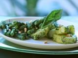 Картофена салата със зелен боб и песто
