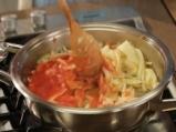 Резене на тиган с доматен сос и чесън 3