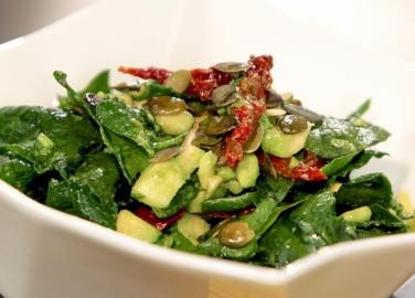 рецепта за свежа салата със спанак и авокадо от бон апети бон апети