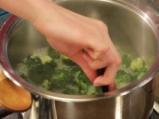 Крем супа от броколи с лешници и сирене 2