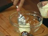 Забулени яйца върху картофени тиганици с бекон 4