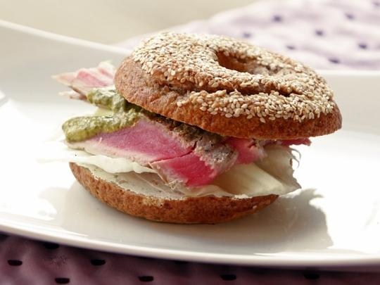 Сандвич с риба тон и крем сирене
