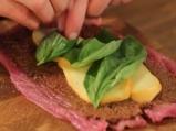Свинско руло с моцарела и сотирани репички 2