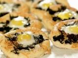 Минипици със спанак и пъдпъдъчи яйца