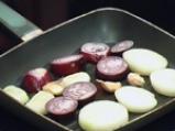 Салата от печен лук с царевица