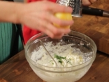 Рулца от тиквички с козе сирене и зелено олио 3