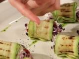Рулца от тиквички с козе сирене и зелено олио 6