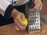 Салата с крем сирене и орехов винегрет
