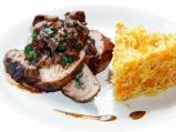 Свинско бонфиле с гъбен сос и ориз