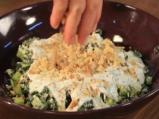 Копривена салата с кисело мляко и орехи 6