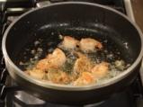 Супа с царевица и скариди в купичка от хляб 7