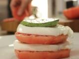 Салата от тиквички и домати с моцарела 4