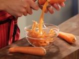 Панирани чушки със студен доматен сос