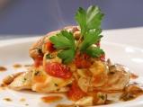 Пилешко с гъби и чери домати
