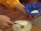Картофена салата с бекон и синьо сирене 3