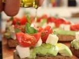 Сандвич с авокадо, овче сирене и чери домати 6
