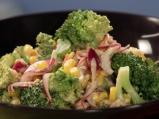 Салата от броколи с бекон и царевица