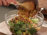 Салата от броколи с бекон и царевица 4