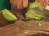 Салата с авокадо и риба тон 2