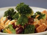 Салата от броколи с маслини и моцарела