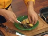 Свински гърди с ароматни картофи и доматен сос с горчица