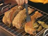 Свински гърди с ароматни картофи и доматен сос с горчица 4
